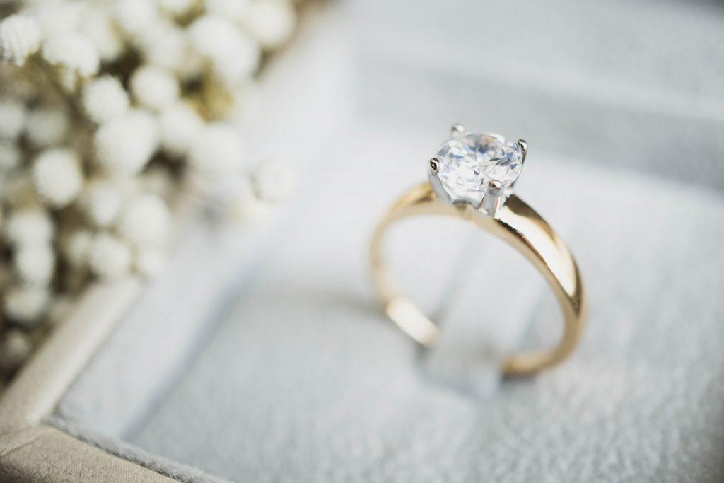 Single diamond engagement ring in white box